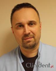 Chirurgo stomatologo Piotr Bilski